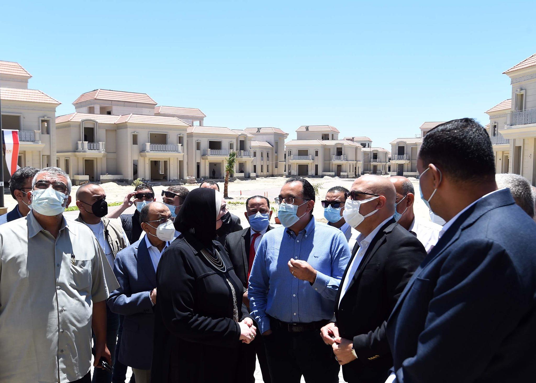 رئيس الوزراء يزور مشروع الإسكان الساحلي