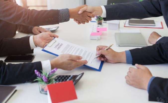 8 factors to consider before signing a land purchase contract to build a house